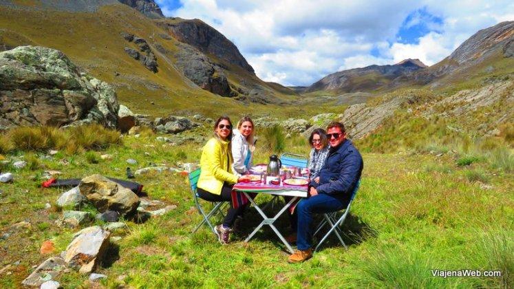 Almoço durante passeio ao Glacier Pastoruri
