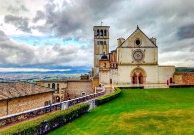 Relíquia medieval: Semana Santa em Assis, na Itália, ecoa a força e a fé da terra de São Francisco