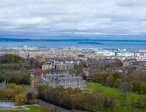 Palacio de Holyrood y Puerto de Leith desde Arhtur's Seat
