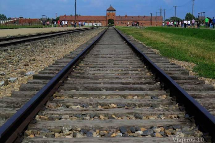raíles de Auschwitz II Birkenau