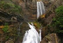 cascada nacimiento del río Mundo