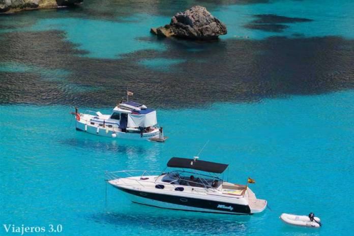 color azul turquesa en Cala en Turqueta Menorca