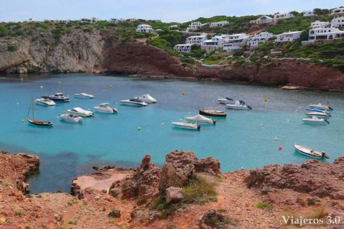puerto y playa de Cala Morell en Menorca