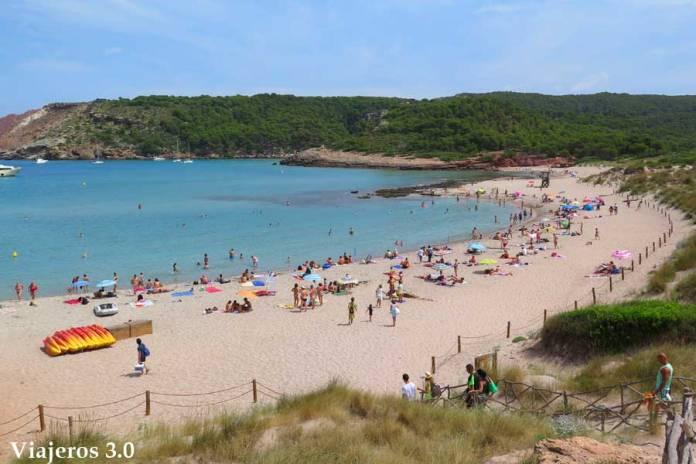 Camino de acceso a la primera playa de Algairens en Menorca