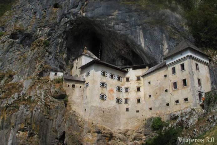 Castillo-de-Predjama-(6)