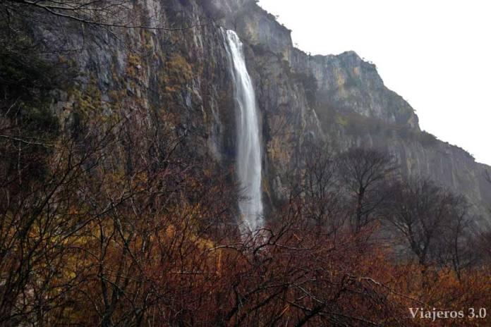 cascada del río Asón en Cantabria