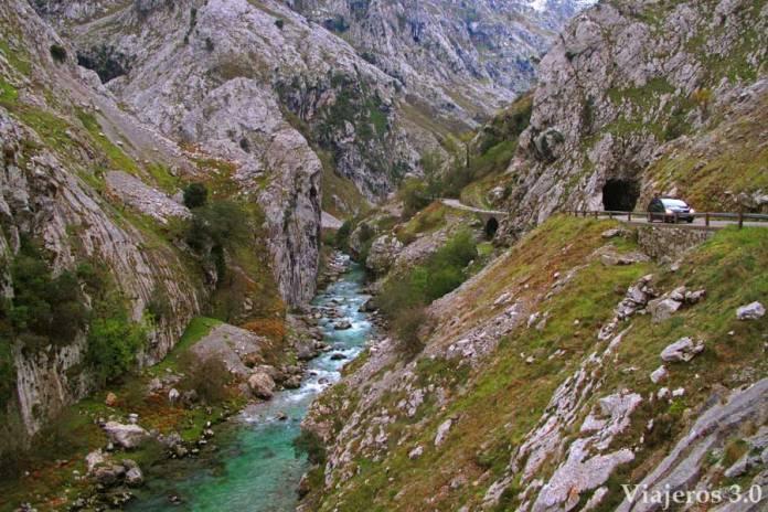 ruta de Poncebos a Bulnes, Cómo subir a Bulnes, a pie o en funicular