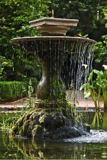fuente en los jardines Carmen de los Mártires