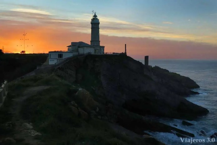 puesta de sol en el Faro de Cabo Mayor