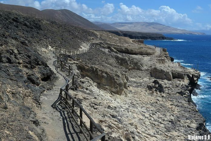 camino hacia las cuevas de Ajuy, las mejores playas de Fuerteventura