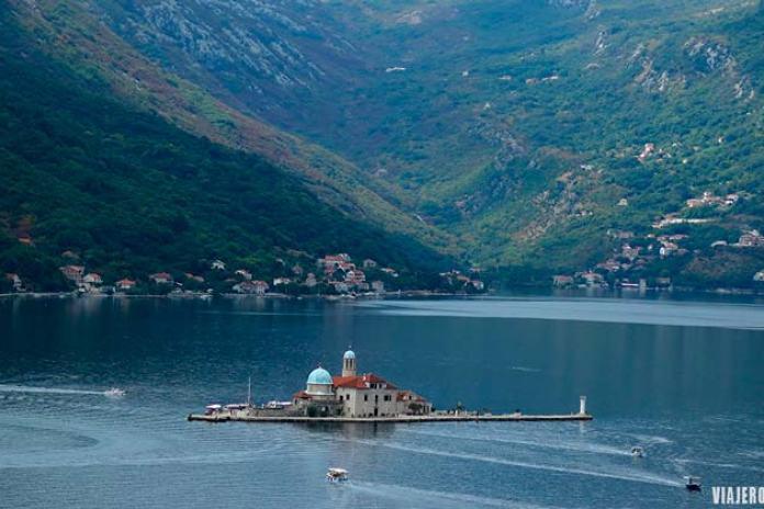 vistas de Perast en ruta por la Bahía de Kotor