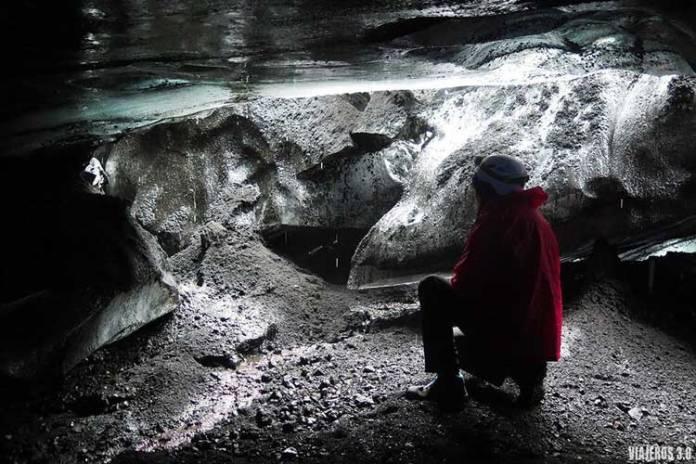 Cueva de hielo en el volcán Katla de Islandia