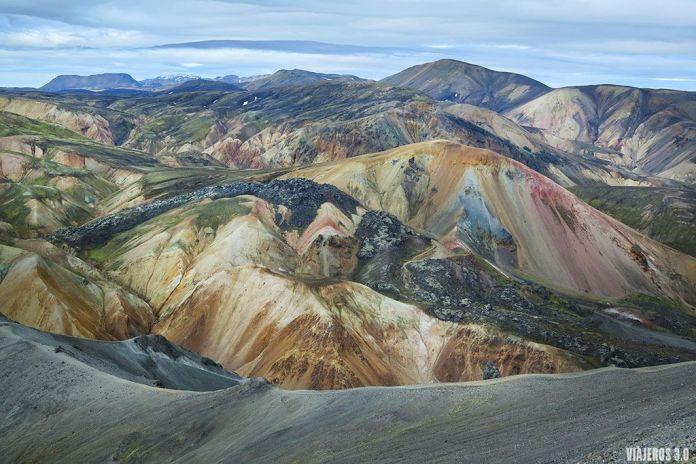 montañas de colores en Landmannalaugar, ruta por Islandia.