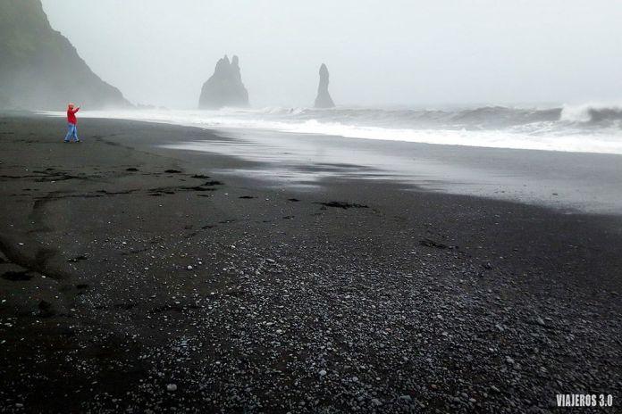 Playa Reynisfjara, en ruta por Islandia