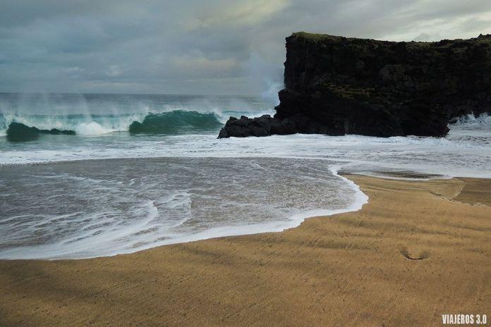playa de Skardsvik, ruta por Islandia en 2 semanas