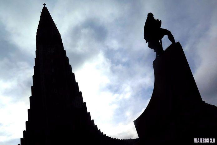 Hallgrímskirkja en Reikiavik, viaje por Islandia