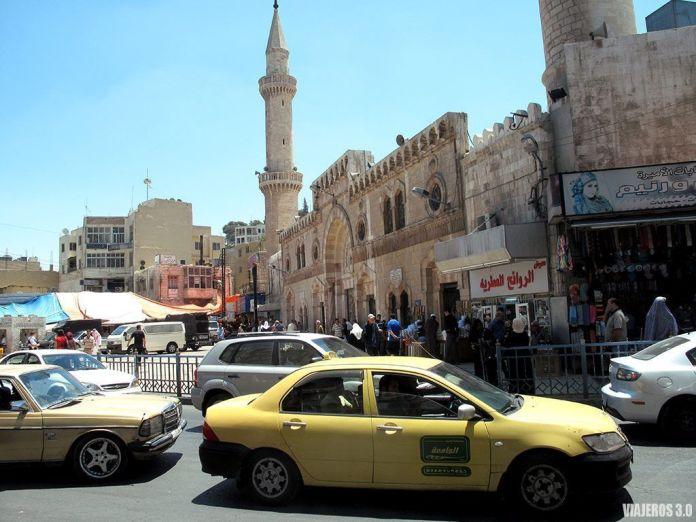 tráfico en Ammán, ruta por Jordania en una semana