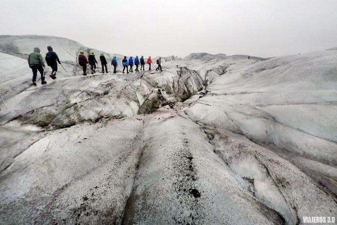 Trekking sobre glaciar en Islandia