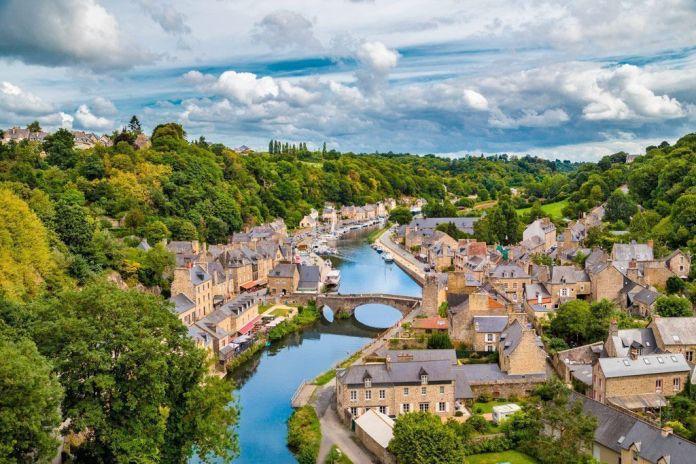 Dinan en Francia, destinos europeos para descubrir en 2018
