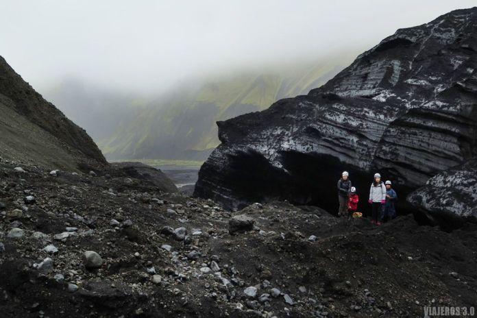 paisajes durante la visita a la cueva de hielo en Islandia, cueva glaciar de Katla