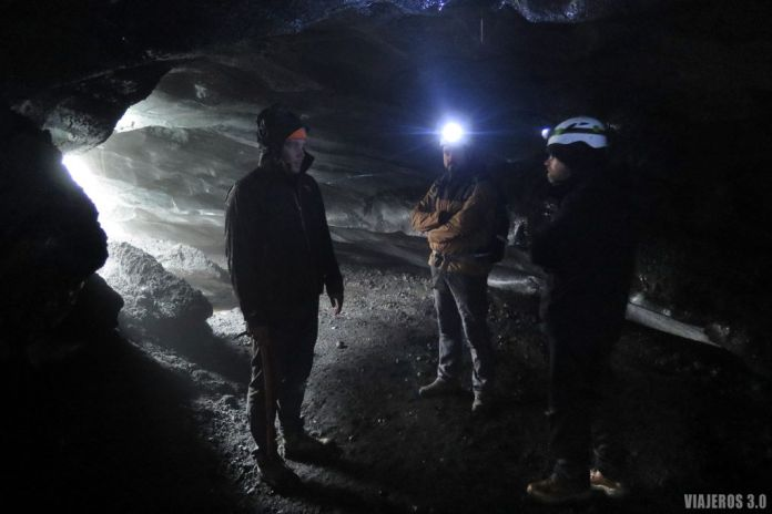 visita guiada a cueva de hielo en Islandia