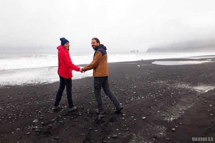 playa de Reynisfjara, excursión a la cueva de hielo en Islandia de Katla