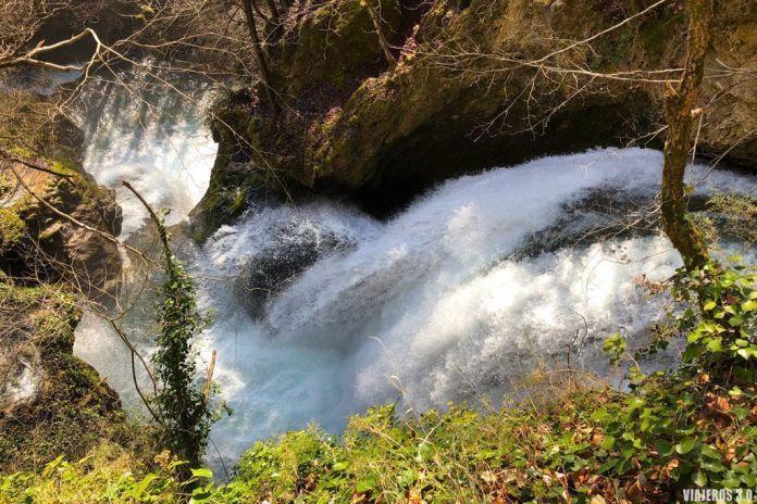 Cascadas en el Nacedero del Urederra.