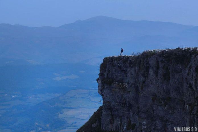 Cresteando en la ruta del pico Tologorri, Sierra Salvada