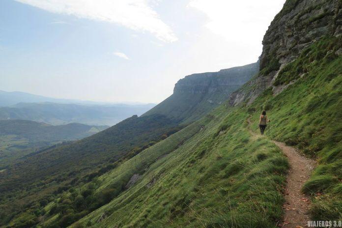 Senda Negra en la ruta al pico Tologorri (Bizkaia)
