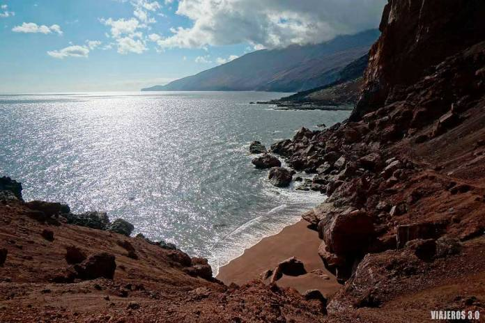 Playa de Tacorón, las mejores piscinas naturales y playas de El Hierro