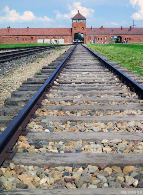 Vías del tren en Auschwitz, visita en español