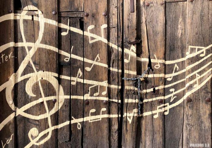 Notas musicales, murales de Tubilla del Lago en Burgos