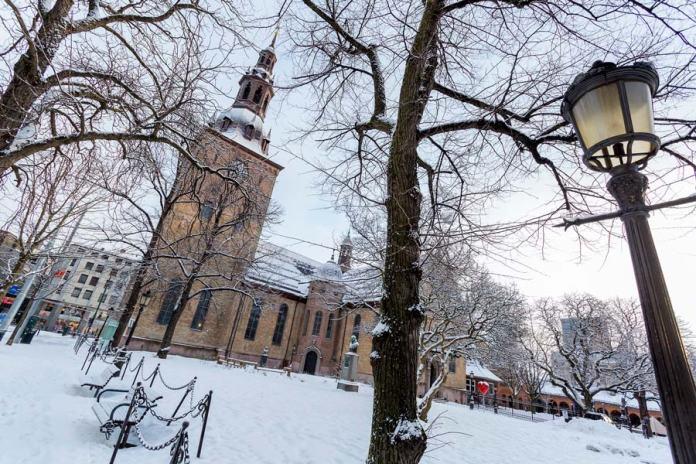 Oslo nevado, viajar a Noruega en invierno