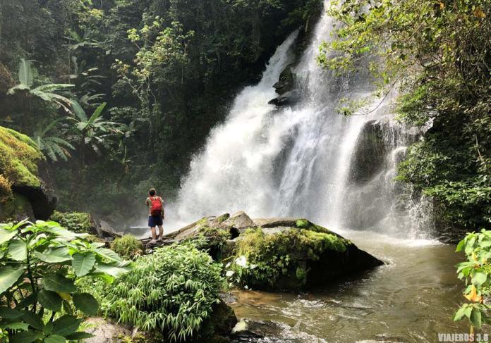 Cascadas impresionantes en Doi Inthanon.