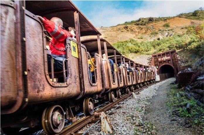 Tren minero en la cueva de El Soplao