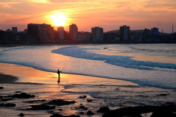 Atardecer en Gijón, planes que hacer en Asturias