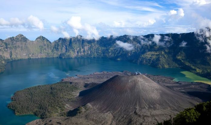 Volcán Rinjani.