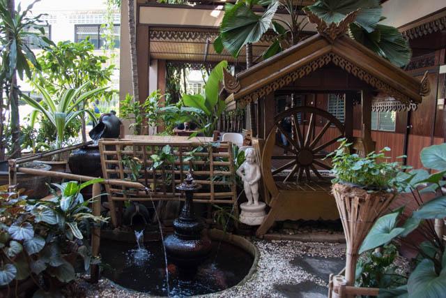 Lai-Thai guesthouse jardin detras piscina
