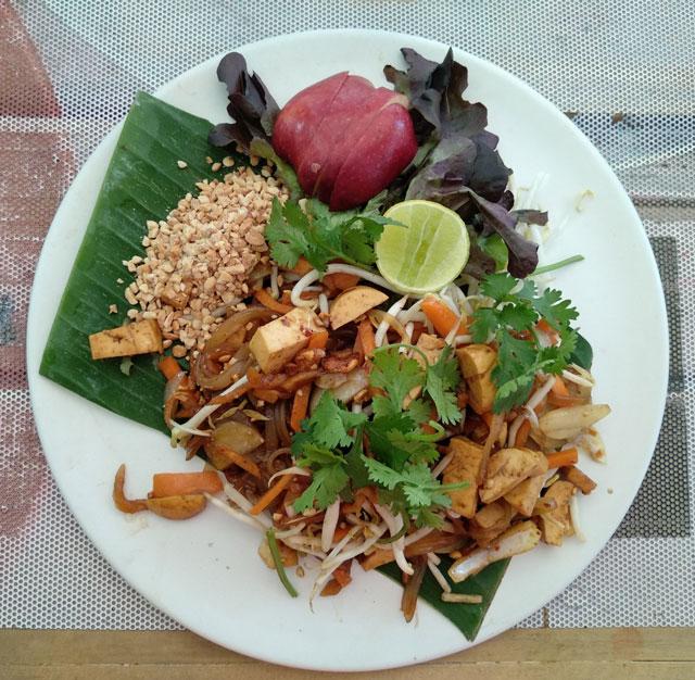 Pad thai vegano - comida tailandesa