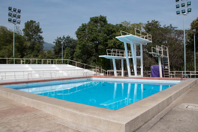 RUJIRAWONG swimming pool Chiang Mai piscina clavados