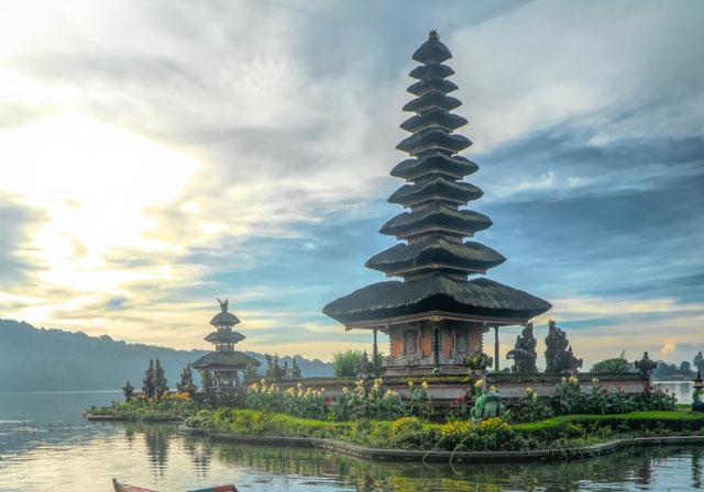 templo en bali - retiro de yoga