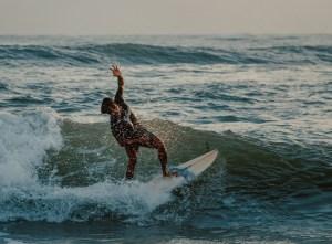 donde practicar surf en bali