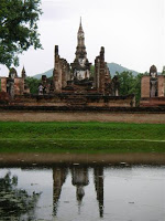 Día 10: Tailandia (Sukhothai: Wats Mahathat, Chang Lom, Si Sawai, Sa Si, Si Chum, Estanque Sagrado, Museo Ramkhamhaneg, etc. Chiang Mai: Bazar Nocturno, Hot Shot, Bubbles, etc). ViajerosAlBlog.com
