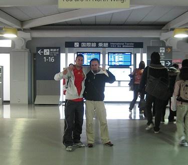 Día 2: Japón (Osaka: Umeda con Sky Building y Hep Five, Castillo Osaka, Tennoji con Templos Shintenno e Isshin, ShinSekai y Torre Tsutenkaku, cena pez globo, etc). ViajerosAlBlog.com