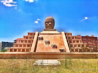 5 lugares y rincones desconocidos y secretos de Madrid - Vol. 1. Pirámide con Cabeza Olmeca: una réplica cultural y antropológica de México en Madrid.