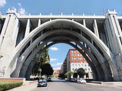 5 lugares y rincones desconocidos y secretos de Madrid - Vol. 1. Viaducto de Segovia: una impresionante construcción que atraviesa el centro de la ciudad.