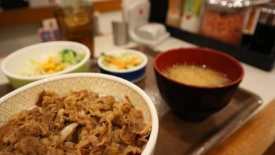 Dónde comer y gastronomía en Kioto (Japón) - Restaurante de gyudon Sukiya. ViajerosAlBlog.com