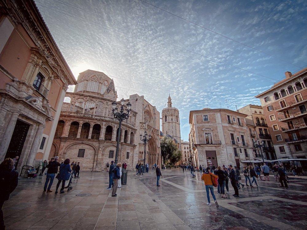 Visita a la Ciutat Vella de Valencia: Plaza de la Virgen
