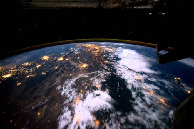 Solo en la Noche - Lapso de tiempo de imágenes de la Tierra vista desde el ISS