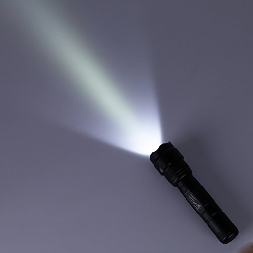GHB Linterna LED con 5 Modos de Luz la Iluminación 900 Lúmenes con Batería y Cargador 2